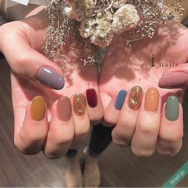 カラフルに秋モード♡「スモーキーネイル」の秋配色デザイン9選