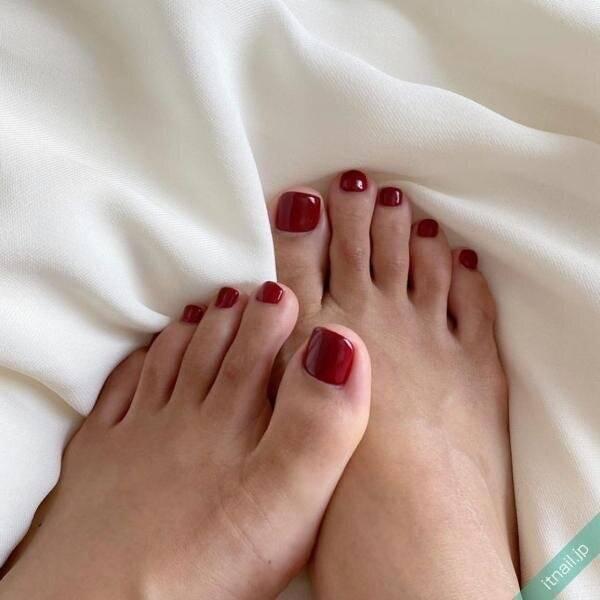 冬のフットネイルはやっぱりコレ♡「赤のフットネイル」特集