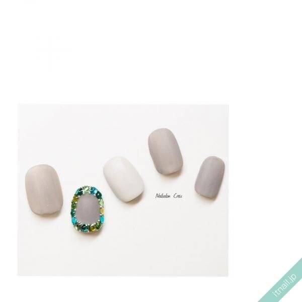 キラキラな指先に♡ストーンを並べた囲みネイルデザインをご紹介