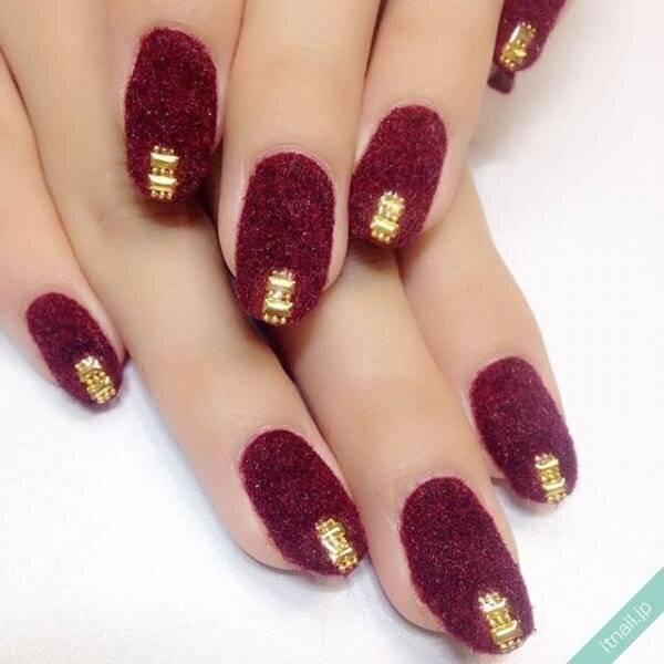 ふわモコ質感がかわいい♡冬の愛されネイルは『ベルベットネイル』に決まり!