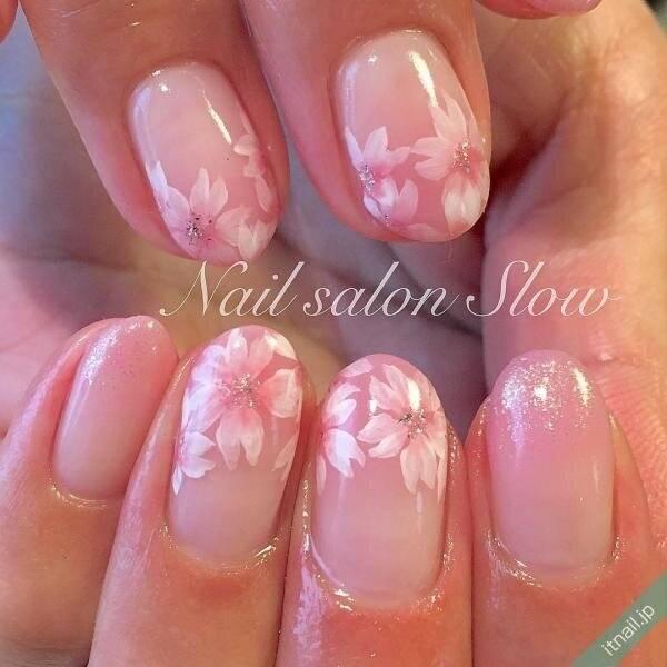 指先から女子力アップ♡ふんわり柔らかな『桜ネイル』デザイン