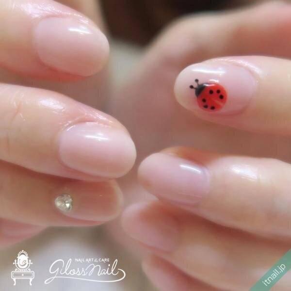 この指とまれ♡まるで本物『てんとう虫ネイル』が可愛い
