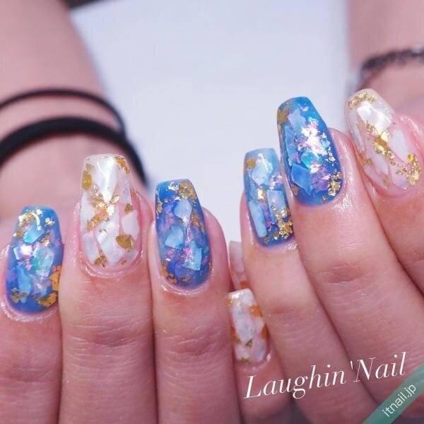 【ブルー×シェルネイル】で魅力的な手元に♡キラキラさわやかなデザイン8選