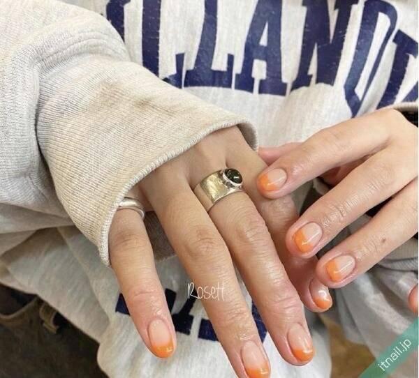 パッと明るいオレンジネイル☆手肌になじみやすいデザインをどうぞ