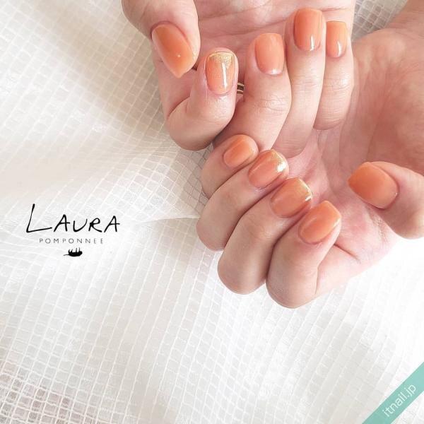 LAURA POMPONNEE