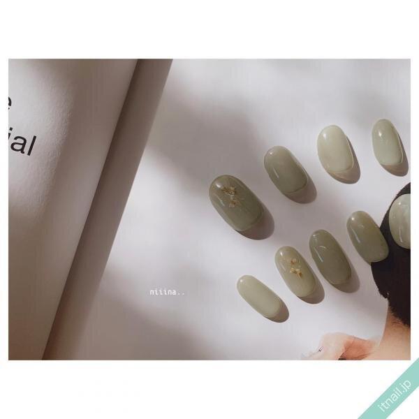 指グラデーションのネイルデザイン