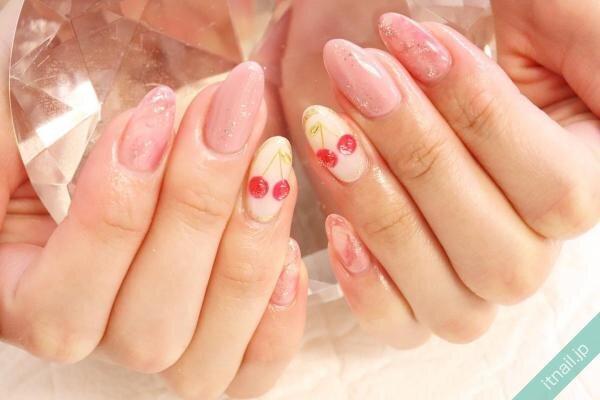 さくらんぼとピンクのニュアンスネイル