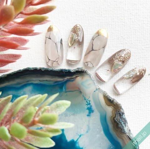 透明感のある大理石ネイル