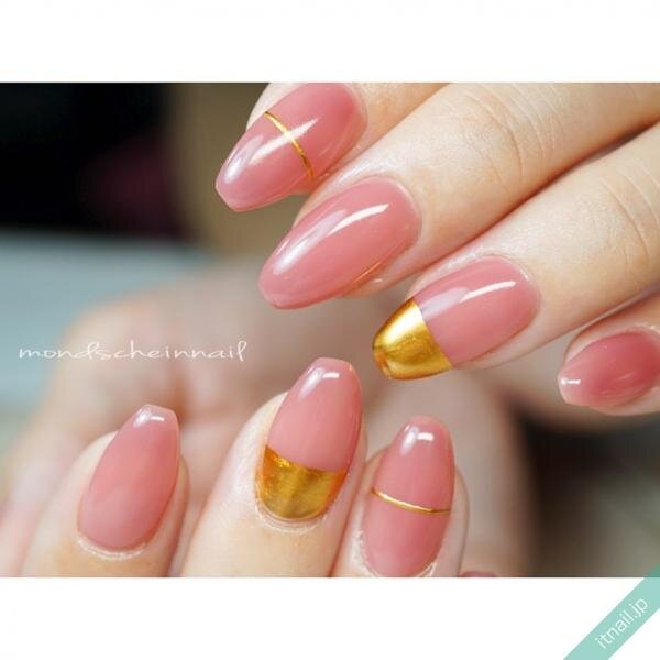 ピンクとゴールドミラーのバイカラーネイル